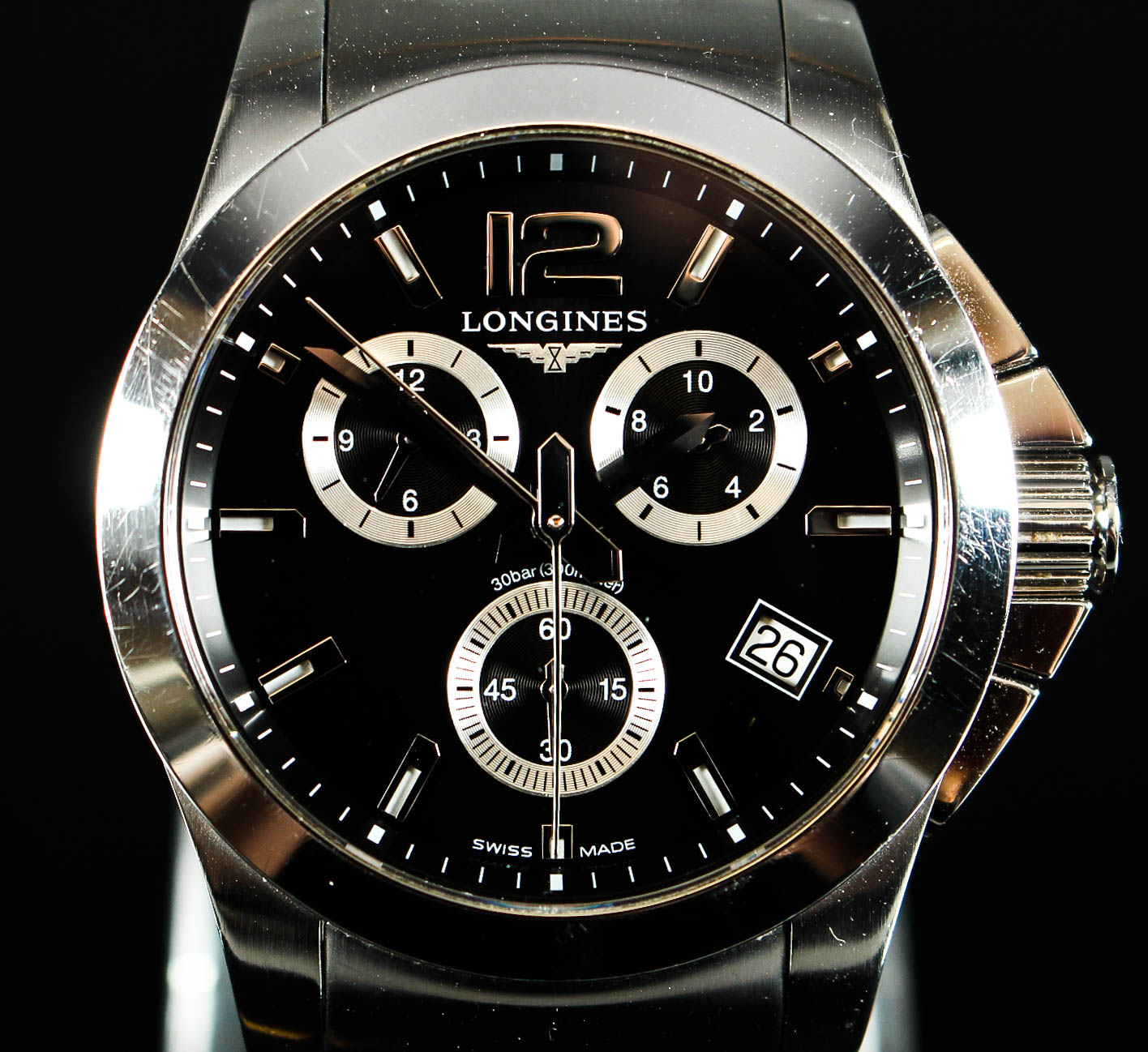 Longines kronograph armbåndsur, stål - Longines. Kronograph armbåndsur af stål med safirglas. Sort urskive med punktinddeling, time-, minut- og sekundvisere samt datoangivelse. Vandtæt. Referencenummer L36604, serienummer 37762773. Monteret med integreret leddelt lænke med foldelås....