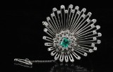 18kt diamond and emerald brooche approx. 2.00ct