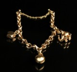 Ole Lynggaard armbånd med charms 14 kt.  Denne vare er sat til omsalg under nyt varenummer 2916095