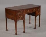 Skrivebord af mahogni - med 5 skuffer
