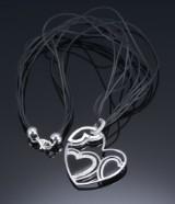 Roberto Coin. Brillant hjertevedhæng af 18 kt. hvidguld med sort emalje