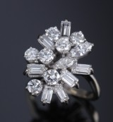 Diamond ring, 18 kt. white gold, total approx.  2.00 ct.