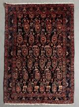 Hamadan tæppe med naturfarver i mørkeblåt og rødt, håndknyttet, materiale: uld på bomuld, mål: ca. 145 x 214 cm