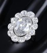 Diamond rosette ring, platinum, total approx. 5.54 ct. 20th century-first half