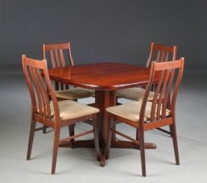 Skovby samt Farstrup. Spisebord med fire stole, palisander. (5+2 ...
