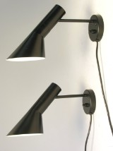 Arne Jacobsen 1902 - 1971. Et par AJ væglamper, sort (2)