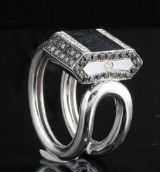 Black and white diamond ring in 18kt approx. 0.20ct, By Kapriss