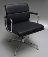 Charles Eames. Soft Pad armstol, model EA-208 'Full Leather'