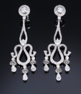 A pair of diamond earrings, 18 kt. white gold, total approx. 4.00 ct