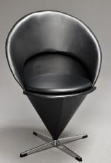 Verner Panton. 'Kræmmerhusstol' / Cone chair - sort læder