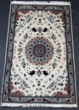 Persisk Nain med silke. 133 x 85 cm