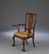 Stor George I armstol af mahogni, England 1700-tallet