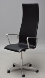 Arne Jacobsen. High-backed Oxford office chair with armests, model 3292