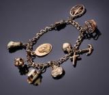 Guldsmedenes indkøbsforening. Bismarck armlænke af 14 kt. guld med charms