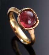 Ole Lynggaard. 'Lotus' ring nr. 1 af 18 kt. satineret rød- og rosaguld med pink turmalin