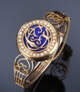 9 kt. gold bracelet. Front decorated with blue enamel. Second-half of 19th century