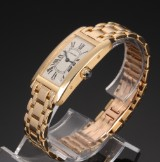 Cartier 'Tank Americaine'. Ladies watch, 18 kt. gold with sapphire