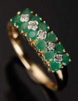 Ring, 9 kt guld, med smaragd og diamanter