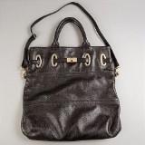 Armani, handväska i svart blankt räfflat skinn