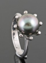 Tahitian pearl and diamond ring in 18kt approx. 0.03ct