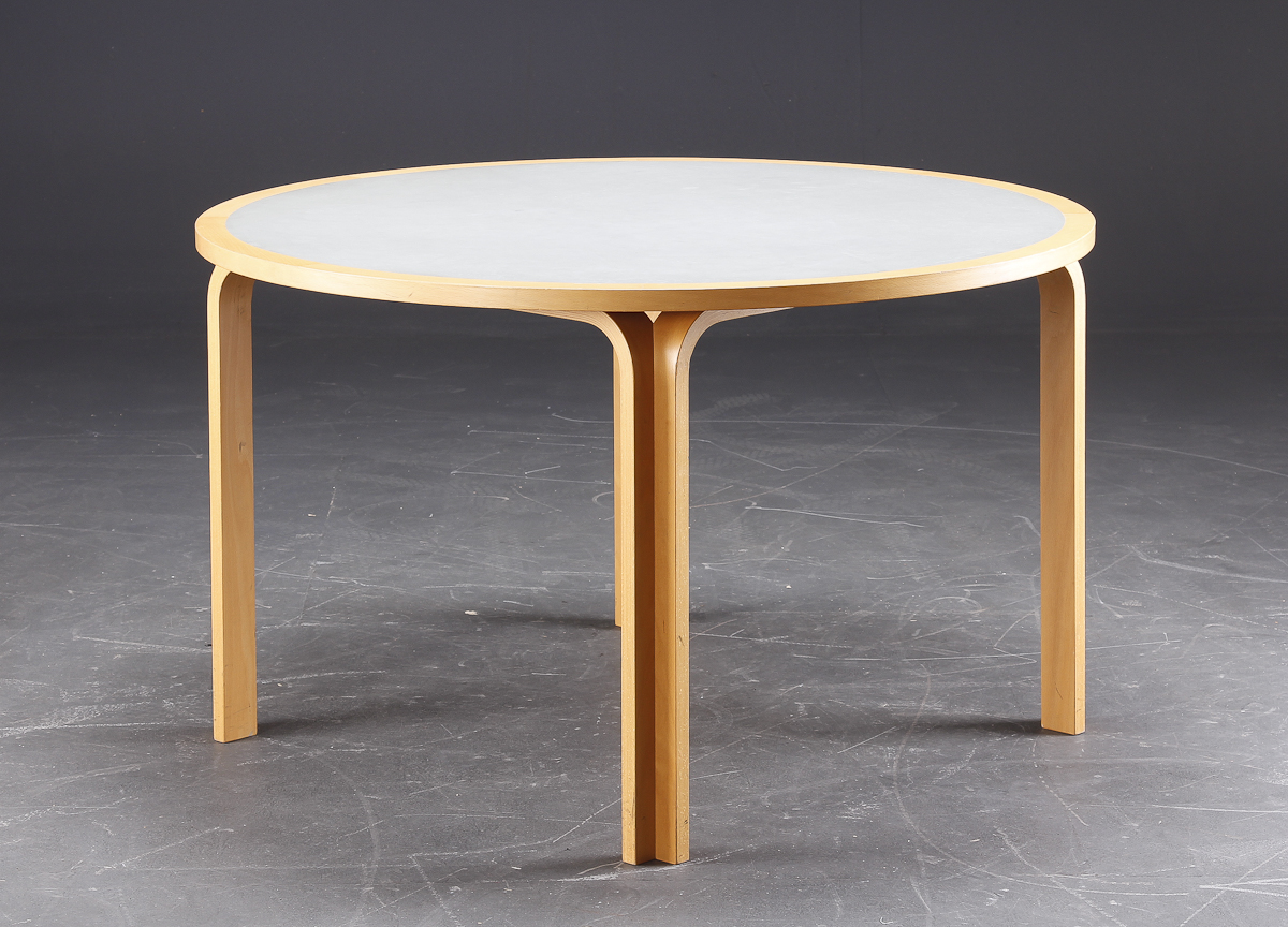 Rud Thygesen og Johnny Sørensen. Ovalt bord af bøg. (3