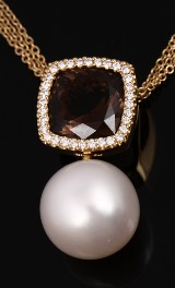 TIRISI. 18 kt. gold necklace with South Sea pearl, brilliant-cut diamonds, smoky quartz