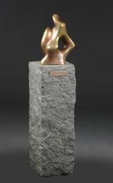 Janus Gunder, skulptur af bronse på sokkel af granit, cd