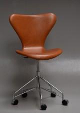 Arne Jacobsen. Kontorstol, 'Syveren', anilin læder