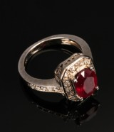 Rubin- og diamantring af 14 kt. hvidguld