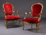 Par armstole, guldbronzeret træ (2)