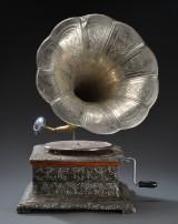 Grammofon His Masters Voice. Replica af tragtgrammofon