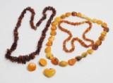 Samling smykker med rav