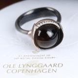 Ole Lynggaard. 'Lotus' brillantring af oxideret sterlingsølv med blade af 18 kt. guld med røgkvarts