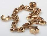 Ankerarmbånd med tre charms. Udført i 14 kt. guld