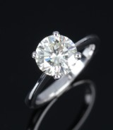 A diamond solitaire ring, 18 kt. white gold with a large brilliant-cut diamond, approx. 2.14 ct. GIA laser indification on the rondist