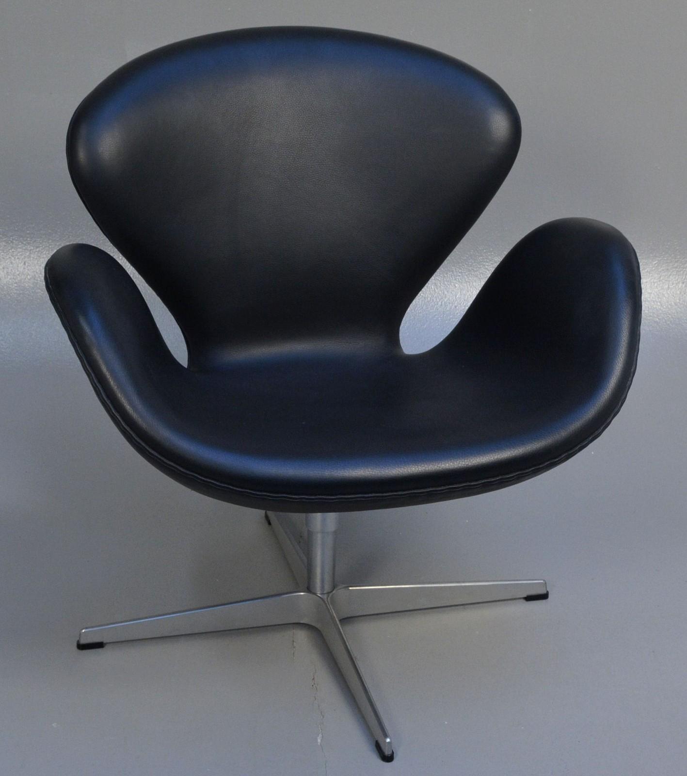 Arne Jacobsen. Lounge lænestol Svanen i sort læder