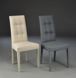 To italiensk spisebordstole model Cream Time (2) - Dk, Herlev, Dynamovej - To italiensk spisebordstole model Cream Time. Stole er betrukket med beige og grå kunstlæder. H.99 cm. D. 56 cm. B. 46 cm. sæde højde 47 cm. Fremstår med minimlae brugspor. (2) - Dk, Herlev, Dynamovej