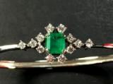 A bracelet with emerald and brilliant-cut diamonds