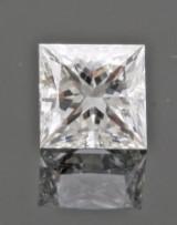 1 loose princess-cut diamond 0.65ct