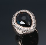Cocktail ring, 18 kt. rose-coloured gold with black onyx and diamonds. Weight approx. 20.2 g