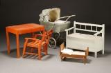 Samling børnemøbler samt dukkevogn (5)