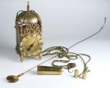 Barok lanterne-ur af malm og messing, antageligt England, 1700-tallet