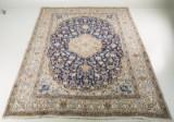 Handknuten matta, Nain med silkesinslag, 390x297 cm
