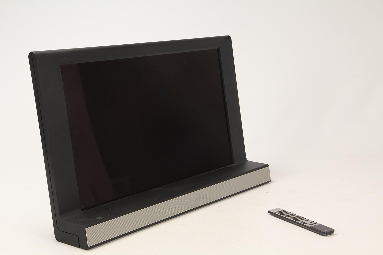 """B&O TV Beovision 8 28 - B&O TV Beovision 8 28"""". Der medfølger fjernbetjening, strømtilførsel, HDMI kabel samt skaret stik"""