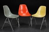 Charles Eames. Tre skalstole, glasfiber, model DSS (3)