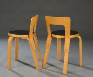 Alvar Aalto. Fire stole med sæde af sort formica (4