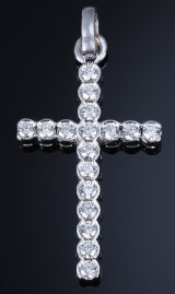 A large vintage diamond cross, white gold, total approx. 3.74 ct