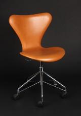 Arne Jacobsen. Series 7 office chair, model 3117