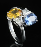 18kt diamond and sapphire ring approx. 0.60ct