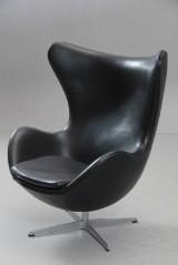 Arne Jacobsen. Hvilestol, 'Ægget', model 3316, sort 'classic' læder. 'Red Label'